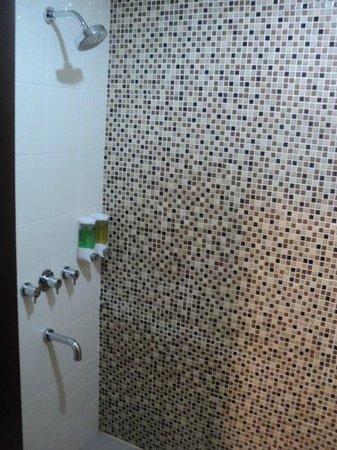 Amaris Hotel Mangga Dua Square: bathroom