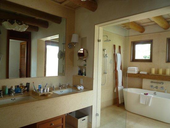 The St. Regis Punta Mita Resort: Banheiro com banheira