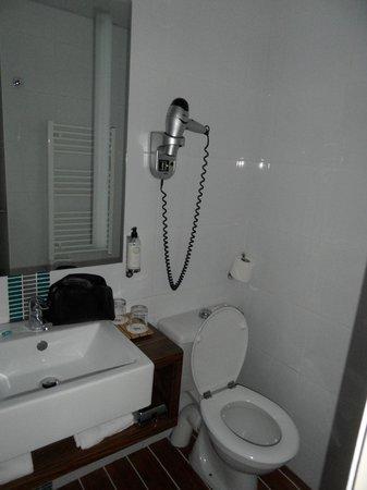 Best Western Les Roches Noires : salle de bain