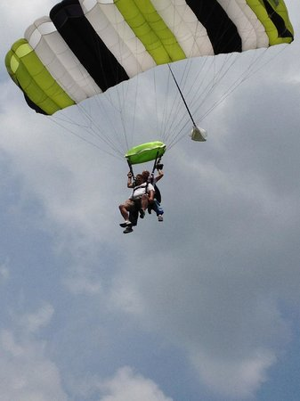 Milaca, MN: Parachuting Down