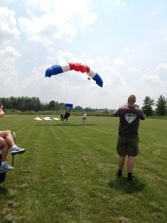 Skydive Minnesota : Landing Point