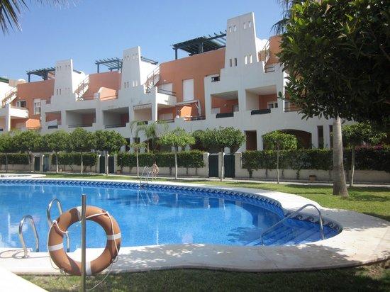 Apartamentos Paraiso Playa: Nuestra puerta, enfrente de la piscinita!!!