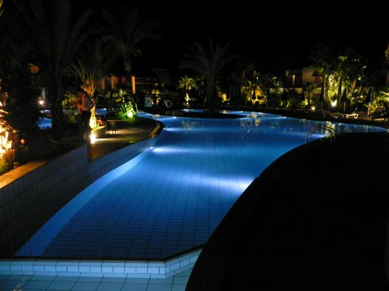 Aldiana Cyprus : evening view of pool
