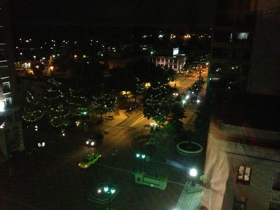 The Westin Poinsett, Greenville: Night view of downtown Greenville from the room on 7th floor at