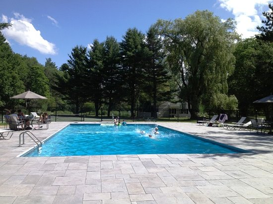 Dorset Inn: Our new pool located at Barrows House