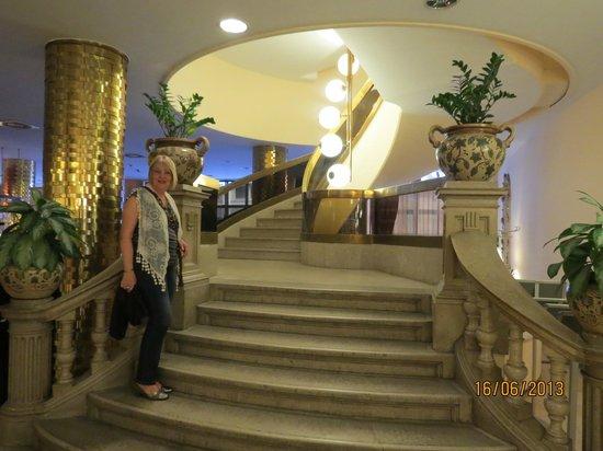 Radisson Blu Beke Hotel, Budapest: Escadaria que dá acesso ao restaurante (opcional)