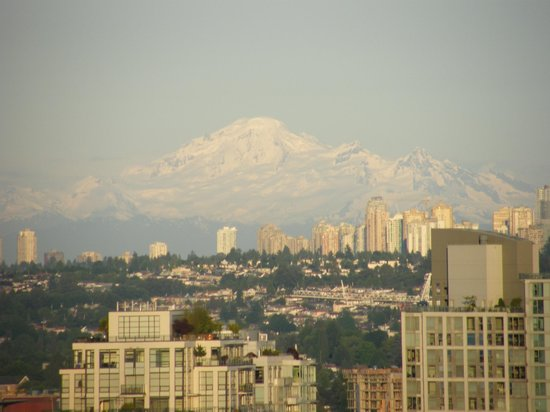 Sandman Suites Vancouver - Davie Street: Awesome Mount Baker from Suite 2201!