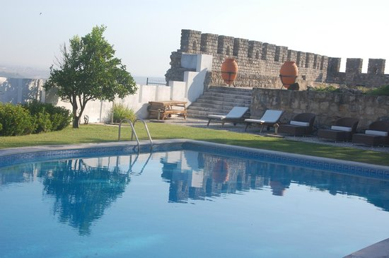 Casa da Alcacova: A wonderful pool, a Roman temple, city walls and a panoramic view. What more do you want?