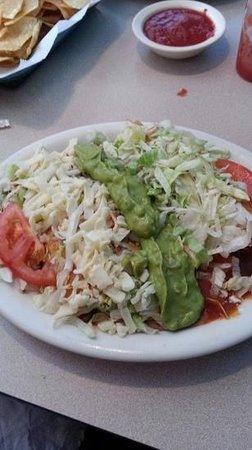 El Lorito Emporia: Enchiladas supremas
