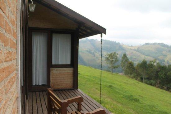 Pousada Vila Catarina : chalé e a vista