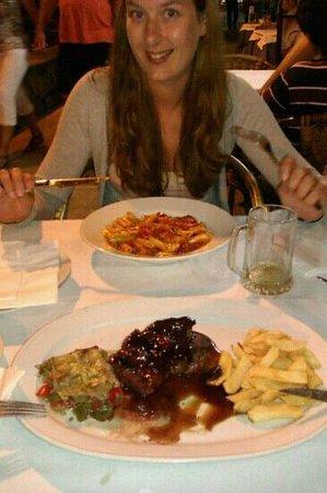 Restaurante Pizzeria Vesubio : filletsteak with strawberry and sweet wine sauce. and spicy penne al arabeata. very nice...