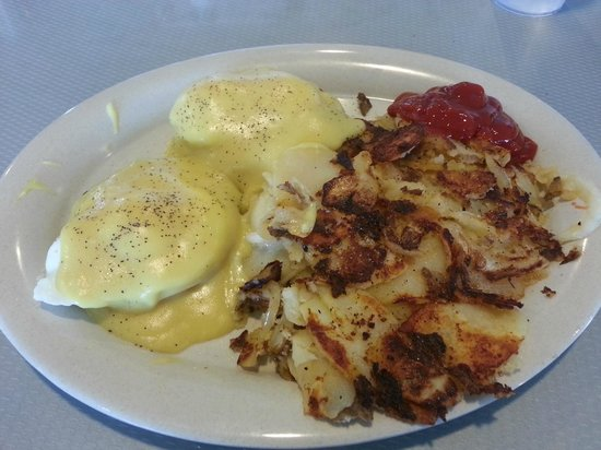 Stella's Diner : Eggs Benedict with Potatoes and Onions - YUM!