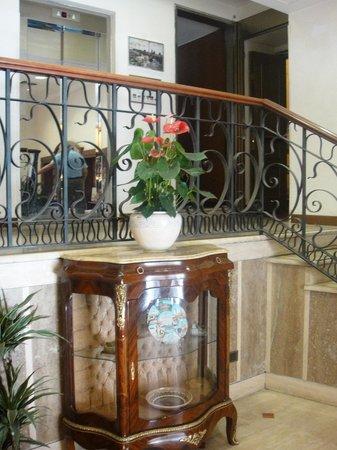 Acesso ao elevador Hotel Torino