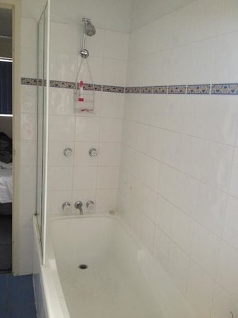 Santana Holiday Resort Apartments: Shower/Bath