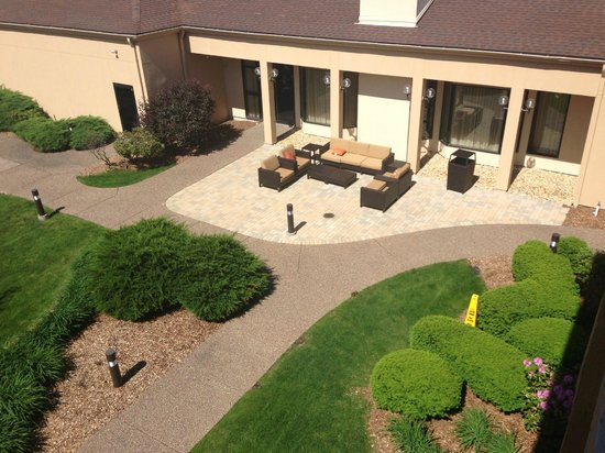 Courtyard by Marriott Bettendorf Quad Cities : Partial view of the couryard and the baby bunnies that live there.