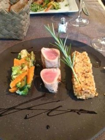 Les Tables du Prince Noir : Dinner was delicious!  Seared tuna, risotto and vegetables.