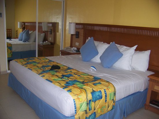 The Reef Coco Beach: king bed