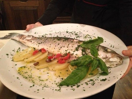 Da Vic - Ristorante Guerrini: Fresh Fish shared by 3, presented to the table before serving