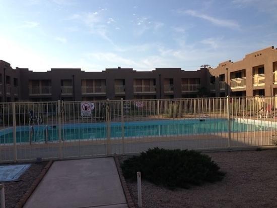 Ramada Kingman : swimmingpool