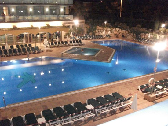 Hotel Mediterraneo Benidorm: pool from our room