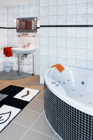 Hotel im Rheintal: Suite Bad