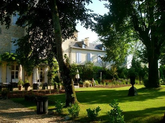 Chateau de Lamothe : a view from the garden