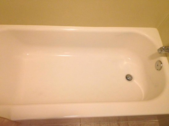 Red Ledges Inn : A clean tub says it all