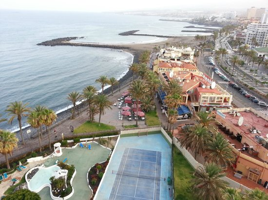 Piscina playa y zona de copas picture of sol tenerife for Alberca las americas