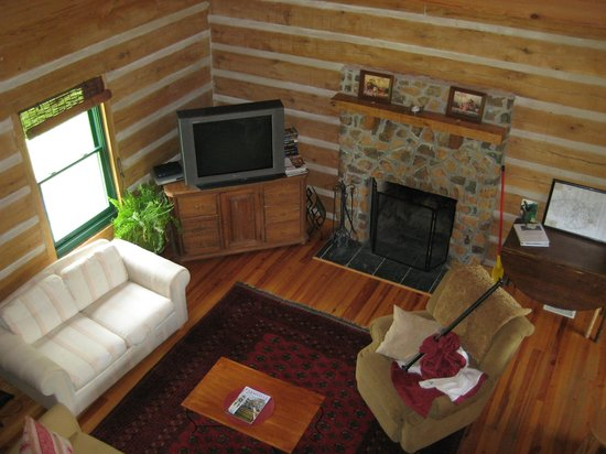 Sandy River Retreat Log Cabin Farm Stay : Eagle's Nest Cabin
