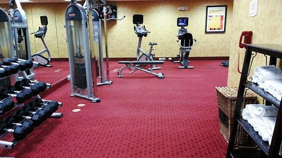 Residence Inn Bryan College Station: Fitness Center (treadmills around corner to right)