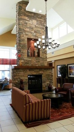 Residence Inn Bryan College Station: Front half of lobby
