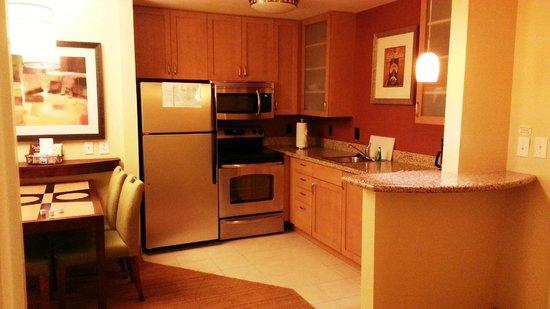 Residence Inn Bryan College Station : In-room kitchenette