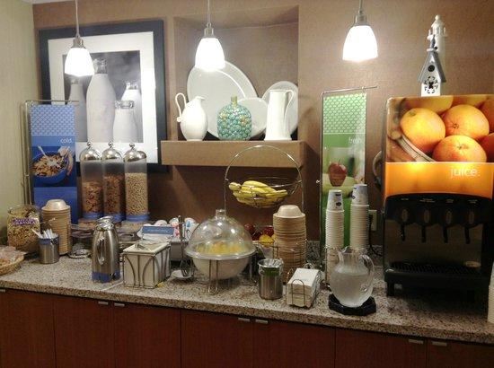 Hampton Inn San Francisco-Airport: Breakfast, cereals, juice, yogurt