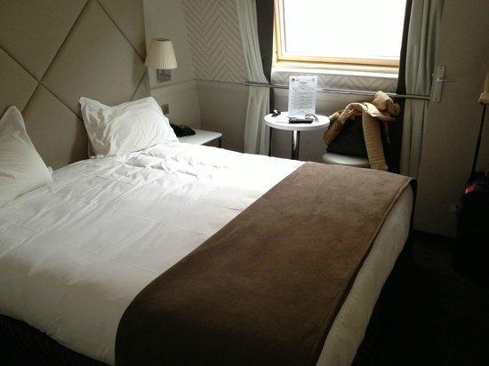 Hotel Longchamp Elysees : Room 501