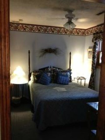 Cliff Cottage Inn - Luxury B&B Suites & Historic Cottages: Most comfortable bed ever!!
