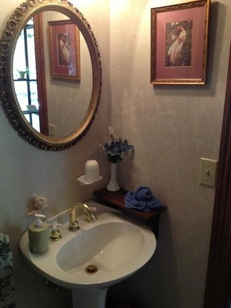 Cliff Cottage Inn - Luxury B&B Suites & Historic Cottages: sweet & clean bathroom