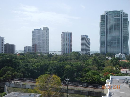 Habitat Residence: vista de la ciudad y la bahia desde la terraza