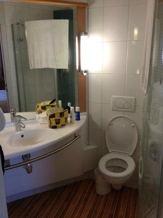 ibis Locarno: Bathroom