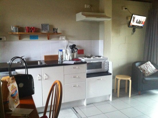 Flinders Island Cabin Park and Car Hire : Kitchen