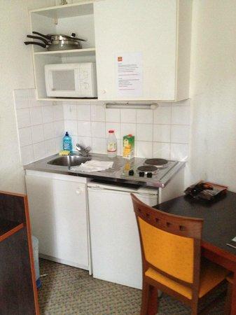 Adagio Access La Defense Place Charras: Kitchen