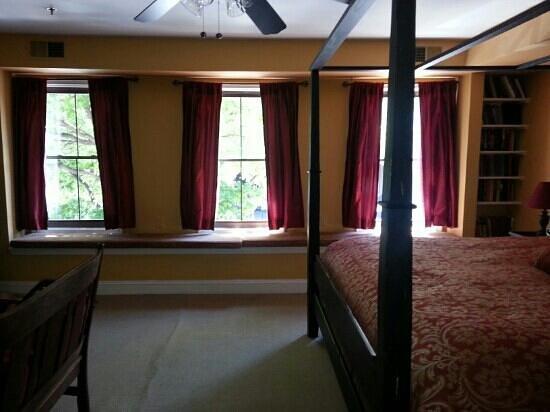 Celie's Waterfront Inn: Harborview Room 1
