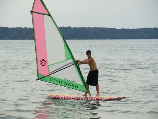 Torch Lake Bed & Breakfast: Wind surfing on Torch Lake is thrilling