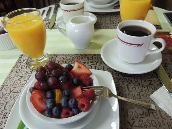 Two Rivers Bed & Breakfast: Fresh Fruit Everyday