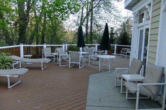 Mill Creek Hotel: Deck