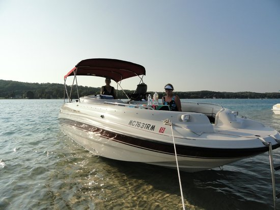 Torch Lake Bed & Breakfast : Try the sandbar package