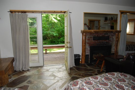 Whittaker's Motel and Historic Bunkhouse: Inside looking toward french door to back porch