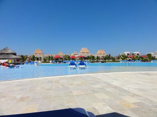 Foto de royal decameron punta sal punta sal vista desde for Sal piscinas