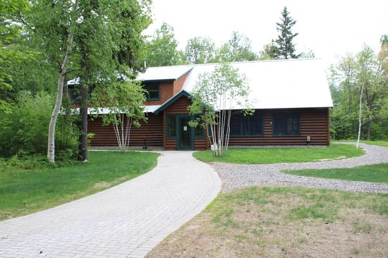 Lake Parlin Lodge & Cabins : Front view of lodge