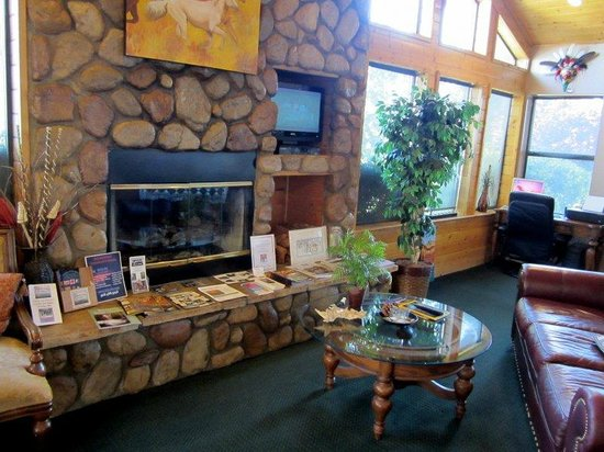 Majestic Mountain Inn: lobby