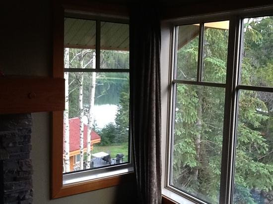 Patricia Lake Bungalows Resort: View from our upper spruce unit.